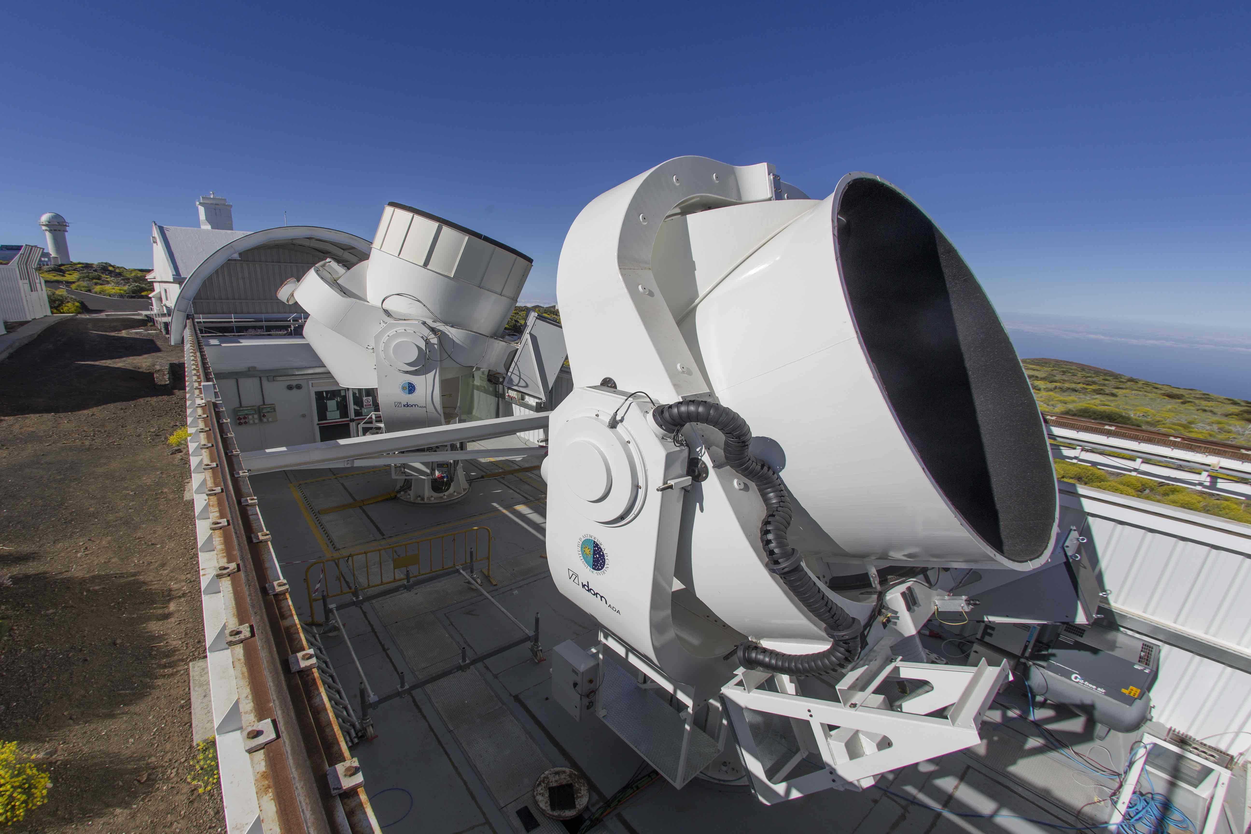 Two QUIJOTE telescopes